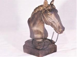 Hästbyst