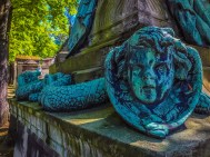 Creepy serpent children - Pere Lachaise cemetery