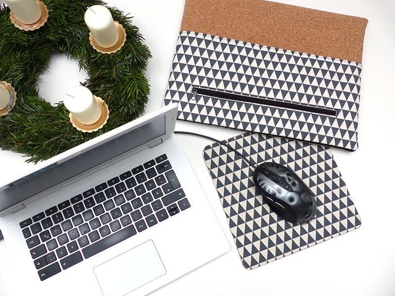 Laptop mit selbstgemachter Laptoptasche und DIY Mousepad