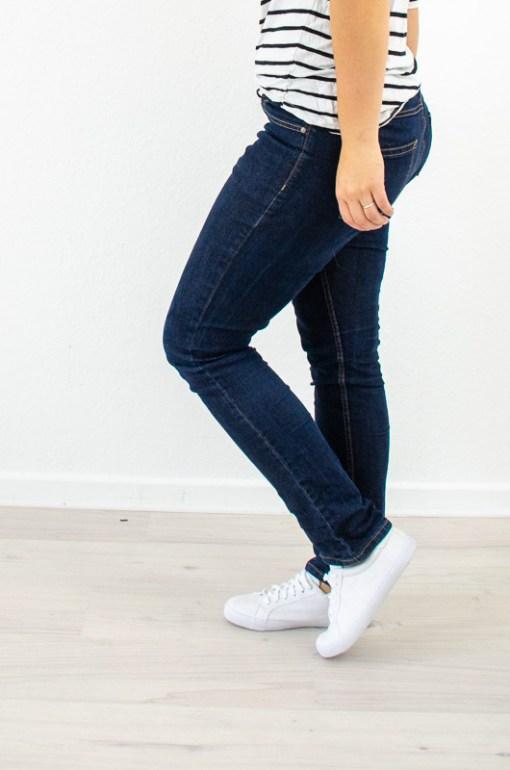 Perfekt sitzende Jeans selbernähen mit dem Schnittmuster Jeans #sewclassic von Hilli Hiltrud.