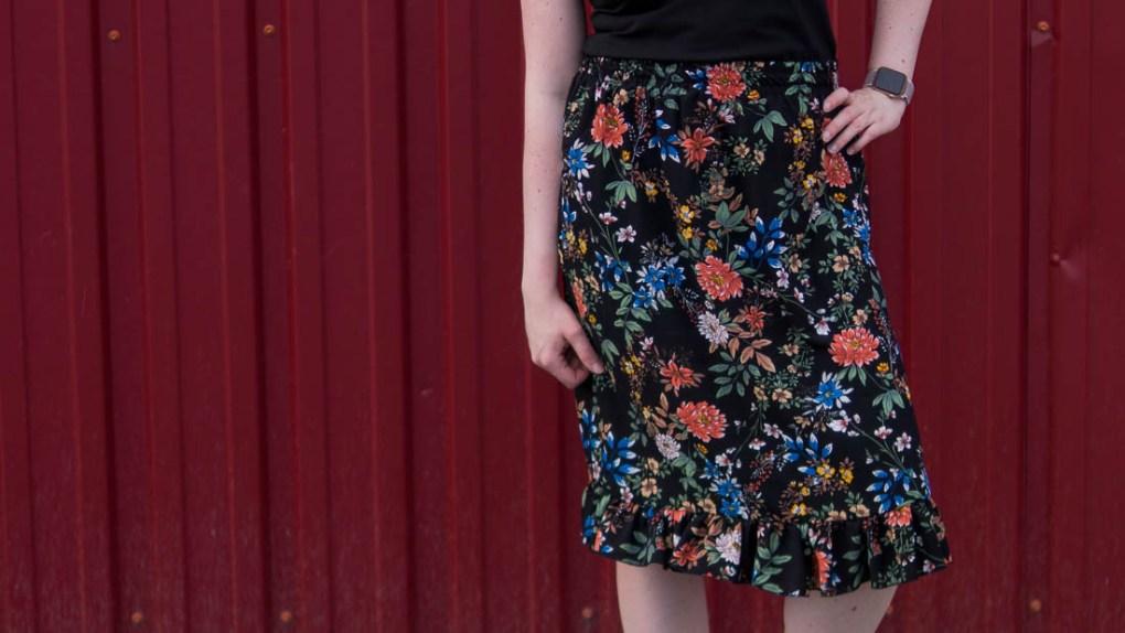 Rock nähen ohne Schnittmuster für Damen - Foto vom Rüschenrock, Blumenstoff