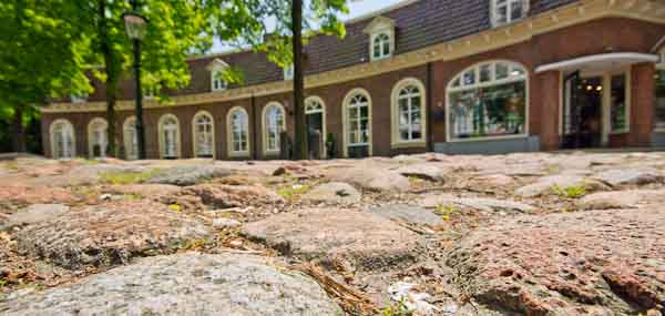 Rijsenburgs Kerkplein eindelijk eens over opknapbeurt; UPDATED