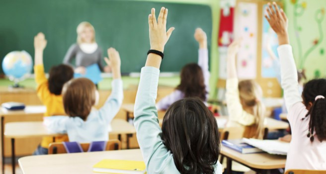 portrait-of-back-children-are-raised-hands-in-classroom-2-1030x557