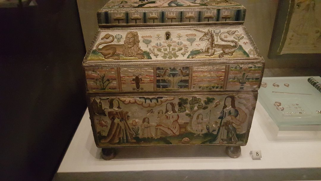 2015 Oct V&A Stumpwork box