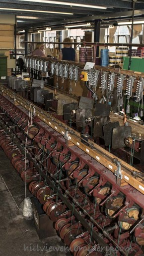 Machine used to wrap fibres for threads such as passing thread