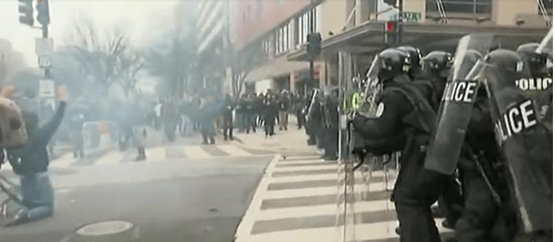 Chocan manifestantes y policías en Washington DC