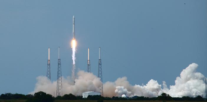 Lanzan con éxito cohete de Space X en Cabo Cañaveral