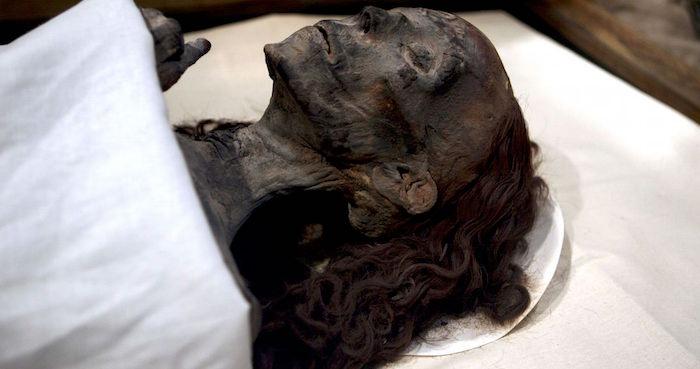 Arqueólogos encuentran estatua de la abuela de Tutankamón
