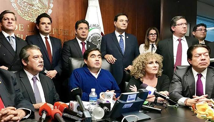 12 de los 20 senadores abandonan la bancada del PRD