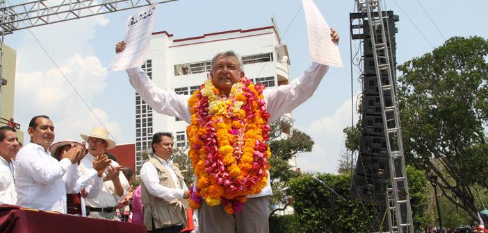 """AMLO acusa: en el gobierno andan """"alborotados con su guerra sucia"""""""