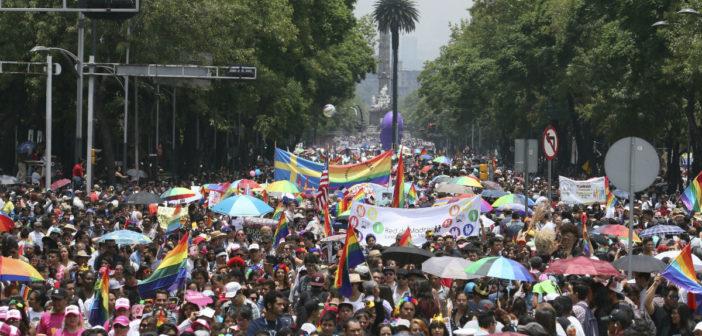 Entre reivindicaciones y fiesta, la comunidad LGBTTTI hace vibrar a la CDMX
