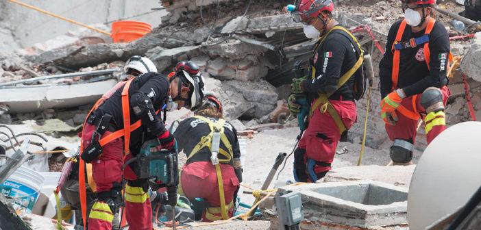 Rescatistas colombianos recuperan 6 cuerpos en Álvaro Obregón