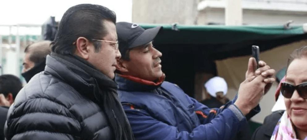 En una semana, alcanza Cabada 55 mil firmas para su reelección en Juárez