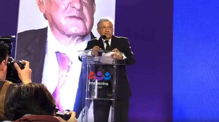 """AMLO anuncia """"Constitución moral"""" al asumir como candidato del PES"""