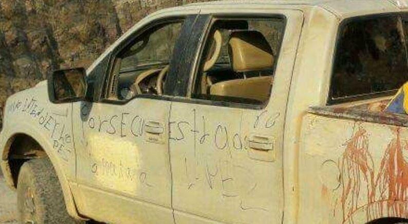 Hallan 15 cuerpos en camioneta abandonada en Aquila, Michoacán