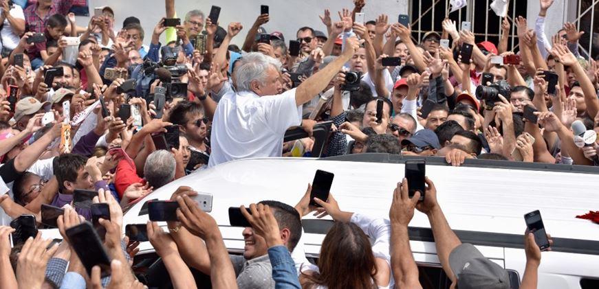 Todos, a la caza de López Obrador