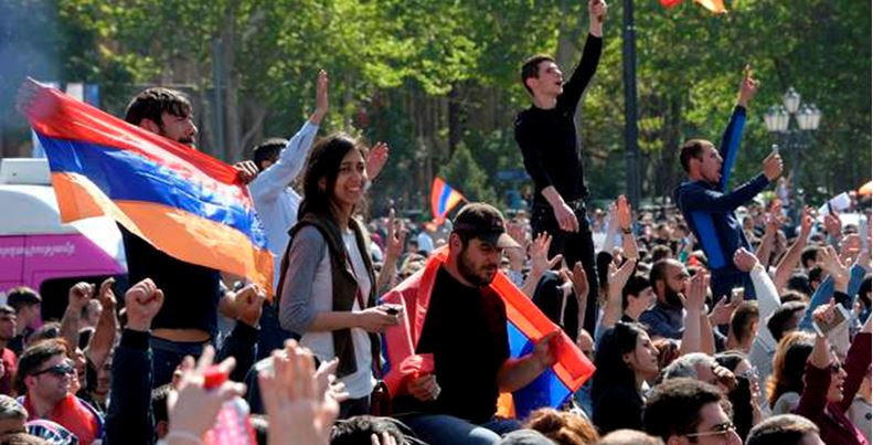 Dimite el primer ministro de Armenia