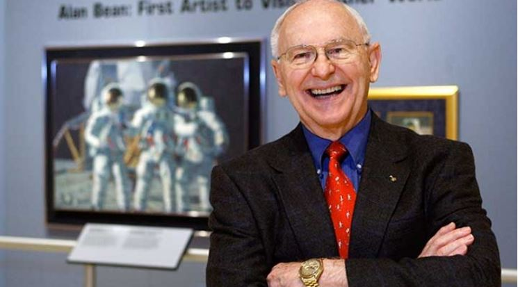 Muere el astronauta Alan Bean, cuarto hombre en pisar la Luna