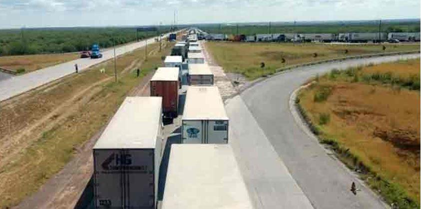 Bloquean Puente Internacional de Nuevo Laredo en protesta por desaparecidos