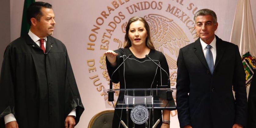 Rodeada de magistrados, esposa de Moreno Valle asume como gobernadora