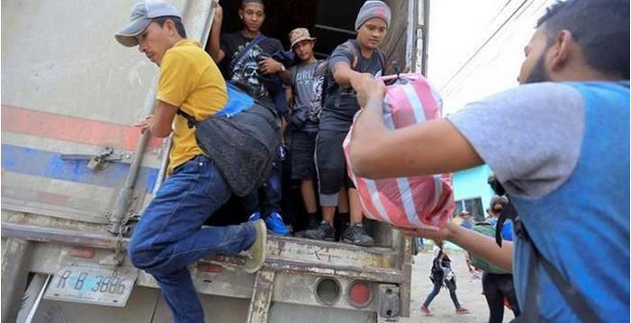 Cruza parte de caravana de Honduras a Guatemala