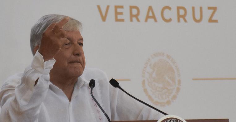 AMLO lamenta renuncia de Germán Martínez, pero respalda a Hacienda