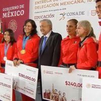 Otorga AMLO apoyo a deportistas de los panamericanos (VIDEO)