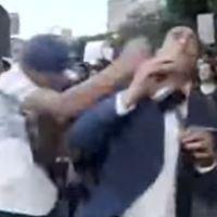 Reportero denuncia ante la PGJ agresión en marcha (VIDEOS)