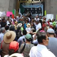 Miles protestan en la SCJN contra 'jueces corruptos' (VIDEOS)