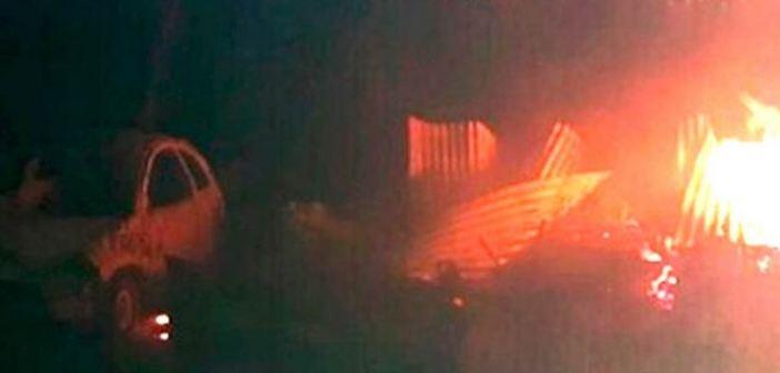 Comando incendia 22 casas y levanta a pobladores en Madera
