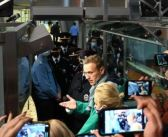 Detienen al opositor ruso Navalny al llegar a Moscú