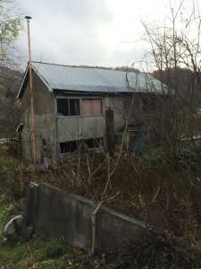 民家途中の廃墟