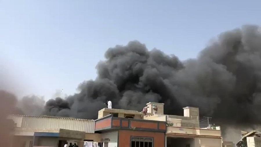 पाकिस्तानमा १ सय बढी मानिस सवार विमान दुर्घटना (भिडियोसहित)