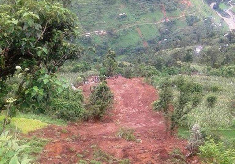 पर्वतमा पहिरोः ३ जनाको 'शब' भेटियो, ६ जना 'बेपत्ता'