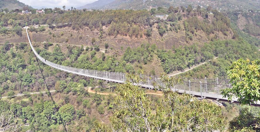 बागलुङ-पर्वत जोड्ने पुल हेर्न सिक्री बेचेर सय किलोमिटरको यात्रा