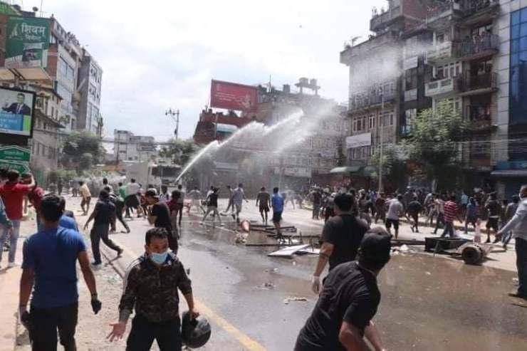 पुल्चोकमा ट्राफिक प्रहरी जवानमाथि नि-र्घात 'कुटपिट' (भिडियोसहित)