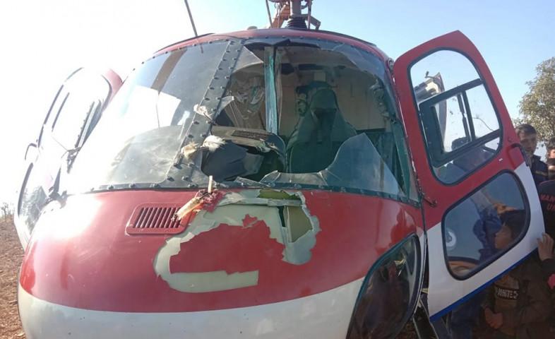 उडिरहेको हेलिकप्टर भित्र चिल छिरेर अर्को झ्यालबाट निस्किएपछि…