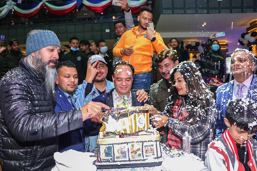 काठमाडाैँमा सलमानको बर्थ डे केक काट्न भूवनदेखि सुष्मासम्म सहभागी