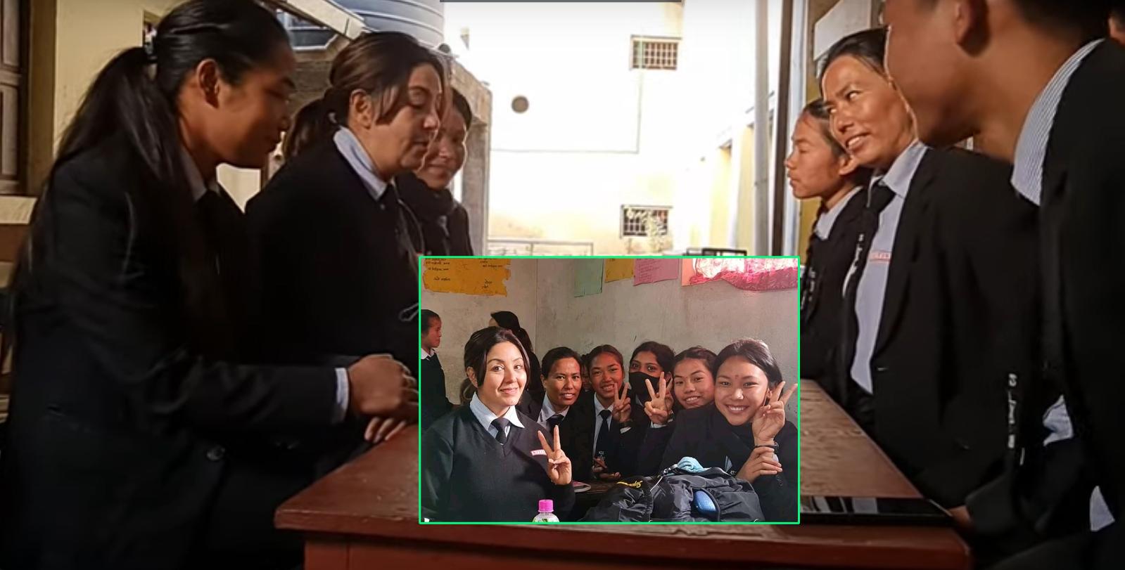 कलेजमा साथीहरुसँग नायिका करिश्माको रमाइलो गफगाफ (भिडियो)