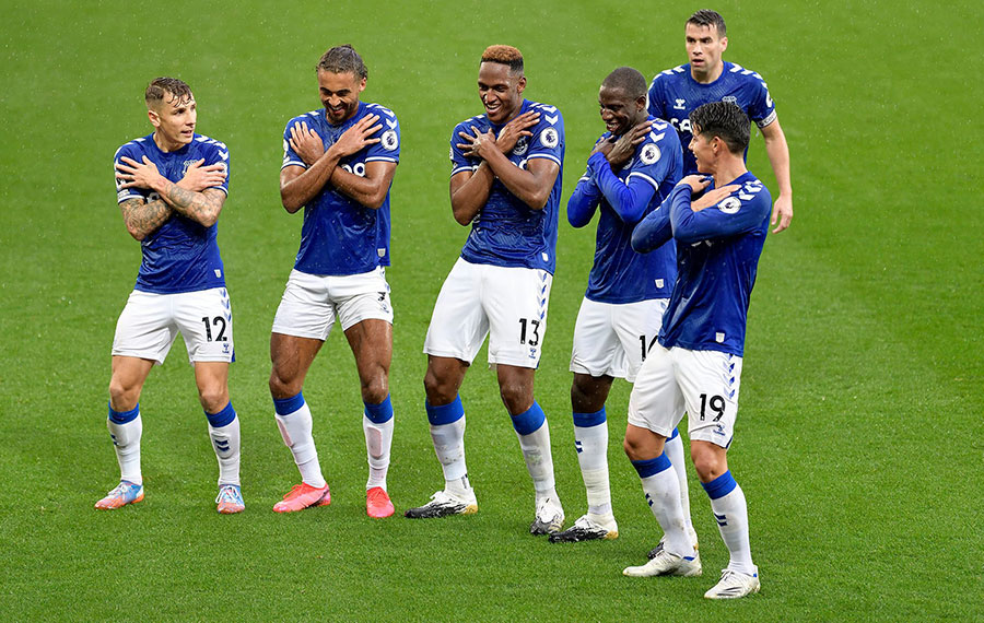 Everton's fourth consecutive win, City were held to a draw