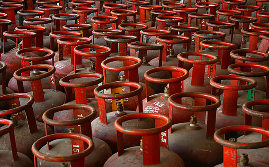 Can oxygen be filled in gas cylinders?