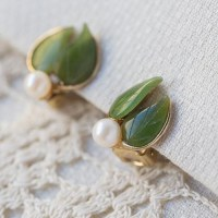 Swoboda スワボダ-天然石-真珠と翡翠の二葉ヴィンテージ・イヤリング