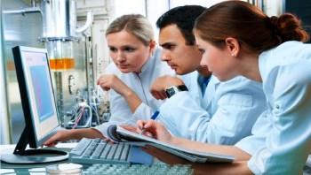 Обучение будущих химиков оказалось под угрозой, из-за невозможностей проведения практических занятий. Надежда на новые решения в онлайн обучении