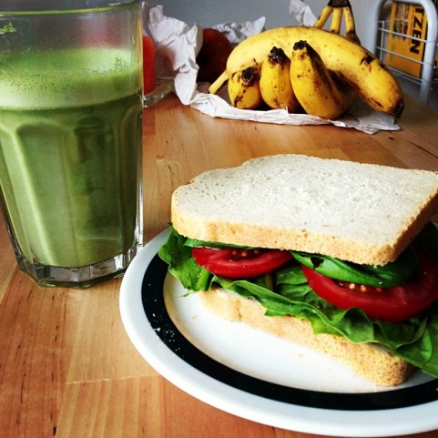 Green-a-licious Good Morning Sandwich with spinach, tomatoes, basil, parsley and salad. #raw #vegan