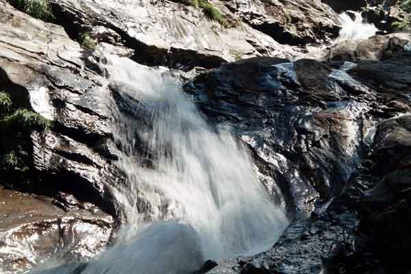rahala-waterfalls-in-manali