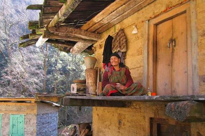 woman-lives-in-himalayan-national-park