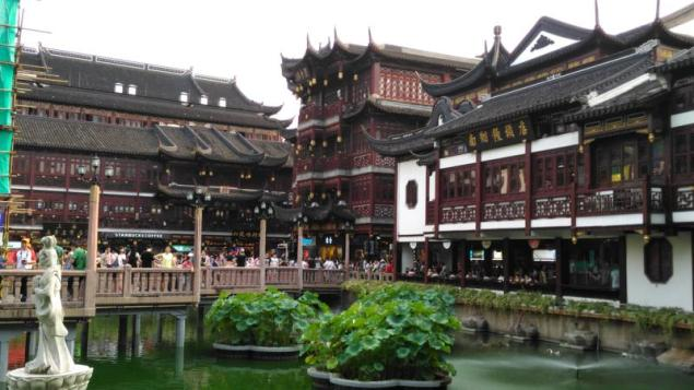The Yuyuan Tourist Mart. This is what shopping centres should look like