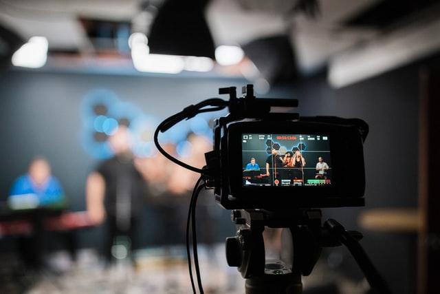 Vlog क्या होता है? – Vlogging से पैसे कैसे कमाएं?