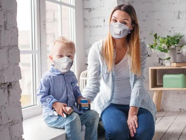 कोरोना वायरस: जानें क्यों घर के अंदर मास्क पहनना है जरुरी