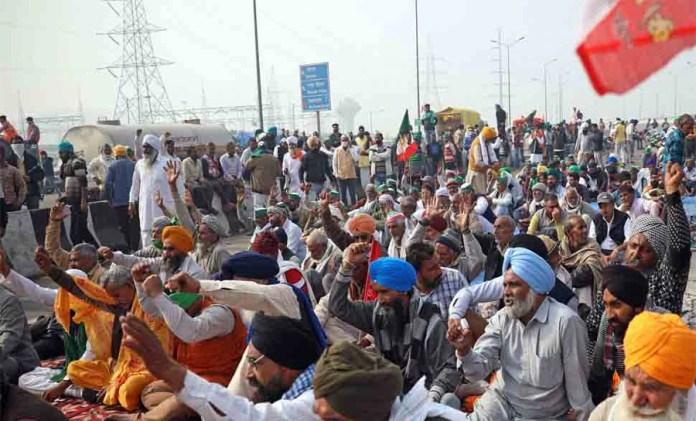 Farmers Protest: पंजाब की पंचायत का फरमान, 'हर घर से एक सदस्य Delhi पहुंचे, वरना लगेगा 1500 रुपए जुर्माना'